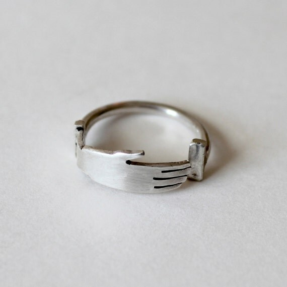 Hand Ring in Silver
