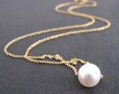 Pearl with gold necklace, Single pearl gold necklace, Freshwater pearl on gold link chain, White pearl links necklace, Floating pearl chain