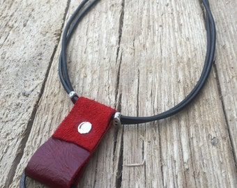 Red leather necklace, red pendant, geometric pendant, red geometric pendant, fashionable necklace, red accessory, short red necklace, silver