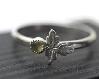 Dainty Prehnite Ring, Silver Leaf Jewelry, Spring Green Gemstone, Berry Ring, Nature Inspired Ring, Woodlands Jewelry