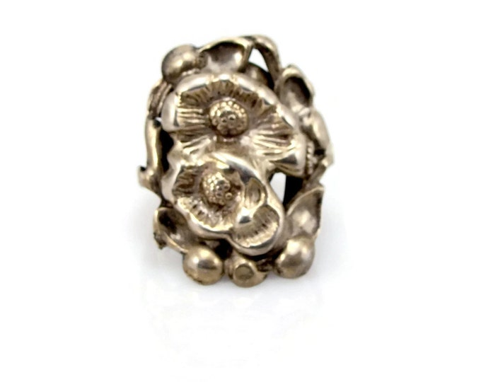 Sterling Silver Flower Ring, Size 8 ,Vintage Jewelry, 1940s 40s Jewelry, Estate Ring, Sterling Ring, Estate Jewelry, Silver Ring, Ring
