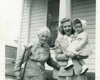 "Vintage Photo ""Injured Granny"" Snapshot Old Antique Photo Black & White Photograph Found Paper Ephemera Vernacular - 145"
