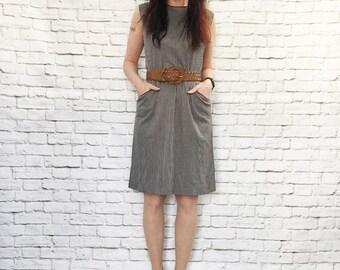 Vintage 60s Mod Striped Shift Dress L Brown White Satin Piping Trim Sleeveless Pockets