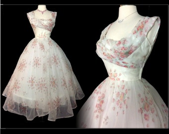 Vintage 1950s Dress//50 Dress//New Look//Rockabilly//Femme Fatale//Wedding//Floral//Roses//Mod