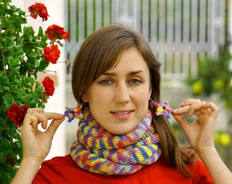 Kashmir multicolored yellow, orange, pink, blue, green and violet knit scarf, snood, shawl, neckwarmer with flowery earrings