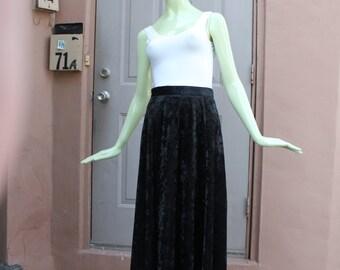 1980s Vintage Black Crushed Velvet Full Skirt Medium