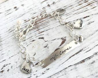 Personalized Heart Charm Bracelet . mothers bracelet . charm bracelet . name bracelet . personalized jewelry . silver .  initial bracelet