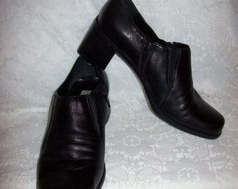 Vintage Ladies Black Leather Zip Up Pumps by Croft & Barrow Size 8 Only 6 USD