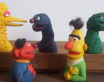 Vintage Sesame Street finger puppets rubber toys 1970s Bert Ernie Big Bird Grover Oscar the Grouch free shipping to USA