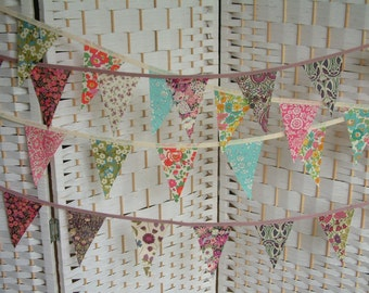 Mini bunting, banner. Liberty prints, cotton lawn. 1 metre length plus ties. 2 colour choices. 7x11cm mini-flags. Fine English fabrics.