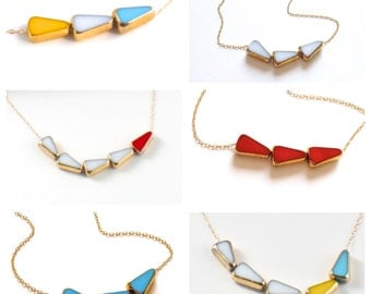 RETRO >> sunny arrow necklace << yellow, white and ocean blue triangle beads >> bauhaus 1920 designer hand blown glass >> survived WWII