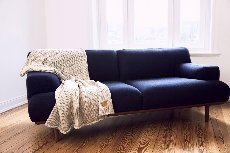 decke tend handgestrickte decke aus schurwolle grau melange. Black Bedroom Furniture Sets. Home Design Ideas