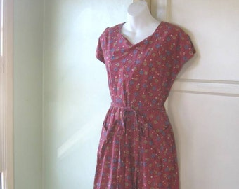 Vintage 1940s-1950s Red Print House Dress - Large-XL Grandma/Aunt Bee/Country Cotton '50s Small Flower Print House/Rockabilly Dress '40s
