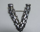 Vintage Art Deco Patriotic Victory Brooch Vikingcraft Sterling 10g Signed Silver Military WWII