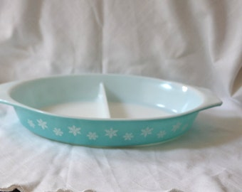 Pyrex Blue Snowflakes Divided Dish Casserole - Turquoise Milkglass, 1 1/2 quart, snow fake