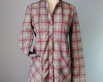 Plaid Shirt / Vg 70s / Montgomery Ward Womens Plaid Shirt with Big Pockets / Plaid buttondown