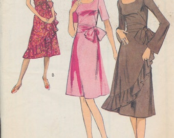 Ladies Sewing Pattern - 1971 Vintage Style - Ladies Dress with Spanish ruffle