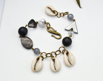 Shell Bracelet - Bracelet Fringe - Bracelet gray and black agates - pyrite bracelet - bohemian bracelet - Stone Bracelet - Pearl