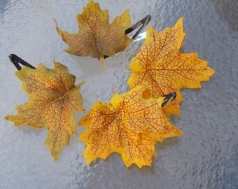Glittery Maple Leaf Hair Clips in Yellow or Brown, Fall Maple Leaf Barrettes, Maple Leaf Hair Grips, Halloween Barrettes, Yellow Fall Leaves