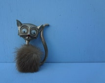 JJ Signed Vintage Cat Brooch with Googly Eyes and Fur; Cute Gold Kitty; Meow; Lapel or Hat Pinback; FREE SHIPPING U.S.A.