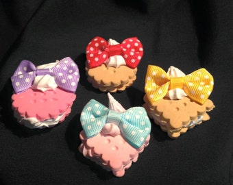 Cookie cream necklace