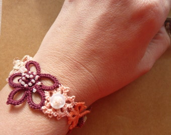 Fall flowers - tatted bracelet in lace flowers and buttons