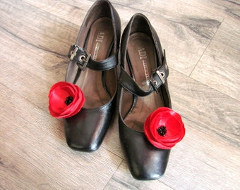Red flower shoe clips Red Poppy shoe clips Red poppy accessorry Flower shoe clips Red Wedding Shoe clips flower Shoe accessory poppy