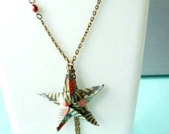 Necklace origami star peonies
