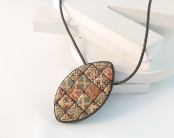 Necklace Mediterranean tile in polymer clay. Mosaic tile pendant in polymer clay. Mediterranean jewelry. Artisan necklace. Mosaic art clay.