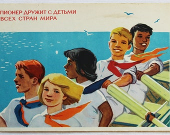 "Illustrator Vigilyanskaya Vintage Soviet Postcard ""Friendship"" - 1964. Sovetskiy hudozhnik. Children, Pioneers, Boat, Sea, Boys, Girls"