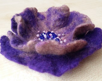 Felt wool brooch.Violet flower. Purple brooch.Blue.Wool jewelry.Bright brooch .Felting.Wool felting.Wool flower..