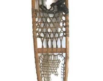 Vintage Snowshoe -- Snowshoes -- 1940's Wallingford Vermont AF&H Co. -- Winter Decor -- Cabin Decor -- Lodge -- CA0700