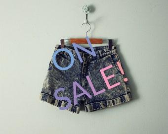 SALE! / Vintage / 80s era / Acid wash cuffed denim shorts / Size Medium