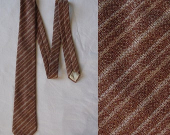 Light brown striped tie cravate mens vintage 70s 80s textured polyester stripey retro Italian neck tie cravate