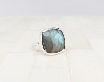 Silver Labradorite Statement Ring  - Gemstone Ring - Labradorite Ring