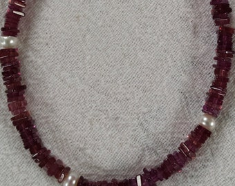 Filigree Garnet necklace with precious pearls
