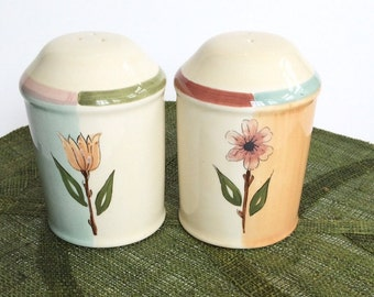 Salt and Pepper Shakers Salt Shaker Vintage Kitchen Decor Ceramic Salt and Pepper Shakers Retro Kitchen Floral Decor Certified International