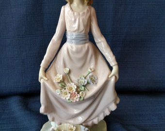 Lladro Flower Curtesy, #5027, Figurine, Retired, Vintage