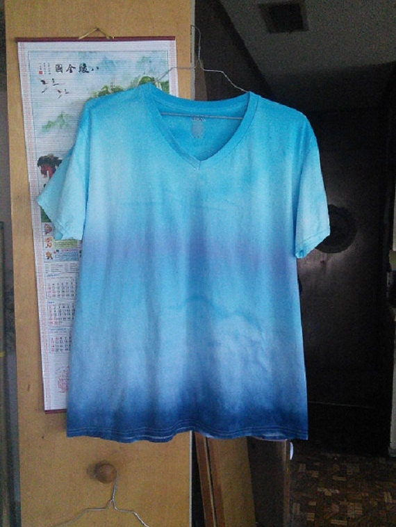 Womens XL Blue Gradient Ombre  V Neck T-Dye T-Shirt