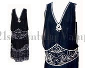 1920s Flapper Dress. 20s Beaded dress in MINT condition. Black, Silver White. Art Deco. SIZE LARGE