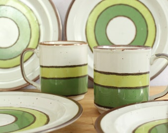 Mod Green Stripe Hearthside Buffet Ware 4 Plates + 4 Mugs