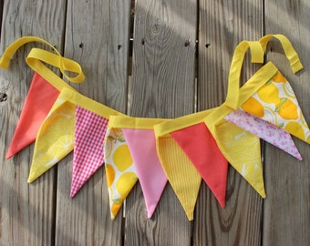 Pink Lemonade Fabric Banner. Lemonade Stand Bunting. Pink Yellow Garland. Party Decor. Photography Prop. Nursery Decor. Summer. Lemons.