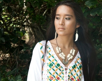 SALE  Necklace shell short cowrie boho hippy Pocahontas (Hanalei Necklace)