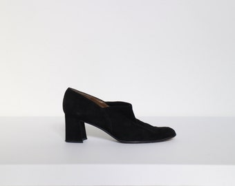 Vintage STUART WEITZMAN black suede heels closed toe pumps | Size 7
