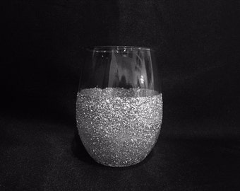 Decorative Stemless Wine Glasses--Glitter Wine Glasses--Wedding Gifts--Wedding Favors--Gifts for the Couple-- Stemless Wine Glasses!!