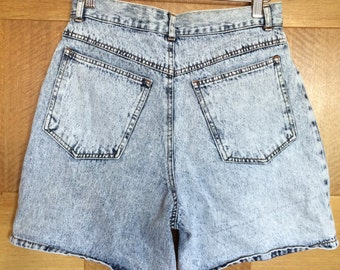 80's party! Vintage High-waisted Acid wash jean shorts - Street Wise - 31 Medium 6 8 10