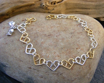 Little hearts bracelet in silver and gold.