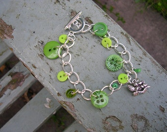 Green button and bead toggle bracelet