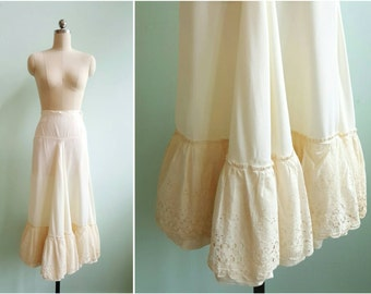 Vintage 1940s White Eyelet Petticoat Skirt | Size X-Small