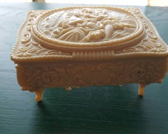 Small vintage jewelry box